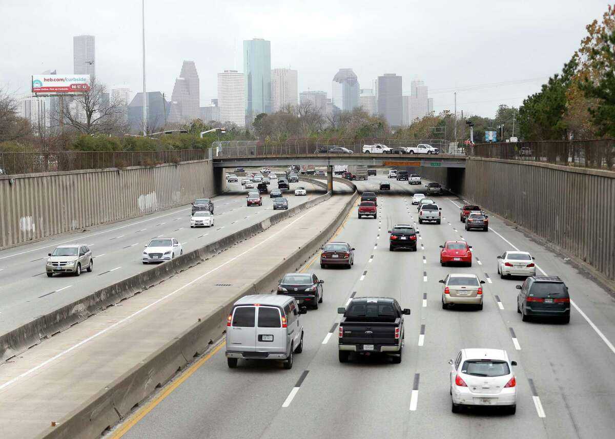 Traffic moves along Interstate 45 beneath Cottage Street on Jan. 26, 2018, in the area where a $7 billion widening project would impact homes and some businesses in Houston.