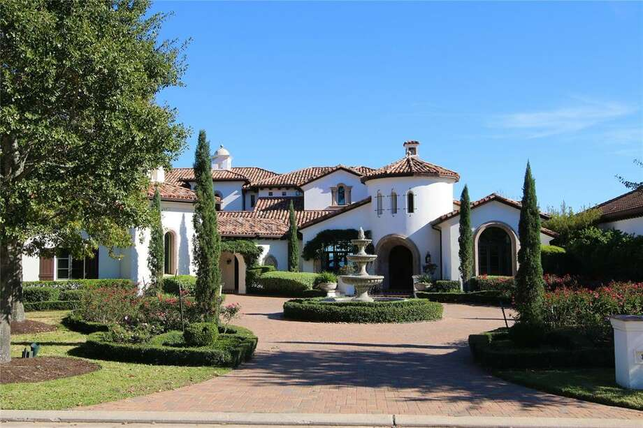 87 Benthaven IsleListing price: $3,350,605Square footage: 9.251 Photo: Houston Association Of Realtors