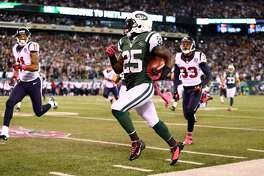 EAST RUTHERFORD, NJ - OCTOBER 08:  Joe McKnight #25 of the New York Jets returns a kickoff 100 yards for a touchdown in the third quarter against the Houston Texans at MetLife Stadium on October 8, 2012 in East Rutherford, New Jersey.  (Photo by Al Bello/Getty Images)