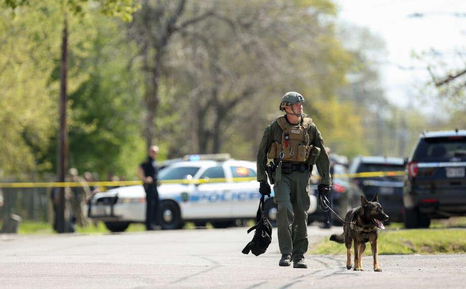Houston Police SWAT team responded to a standoff on 200 block of Van Molan Street Thursday, March 15, 2018, in Houston. Photo: Godofredo A. Vasquez, Houston Chronicle