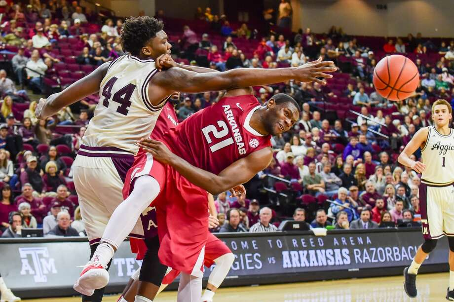 COLLEGE STATION, TX - JANUARY 17: Texas A&M Aggies forward Robert Williams (44) and Arkansas Razorback guard Manuale Watkins (21) fight for a loose ball during the SEC Men's basketball game between the Arkansas Razorbacks  and Texas A&M Aggies on January 17, 2017, at Reed Arena in College Station, Texas. (Photo by Ken Murray/Icon Sportswire via Getty Images) Photo: Icon Sportswire/Icon Sportswire Via Getty Images