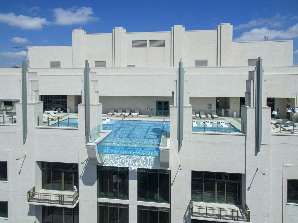 The sky pool and downtown views are big attraction's at Market Square Tower.