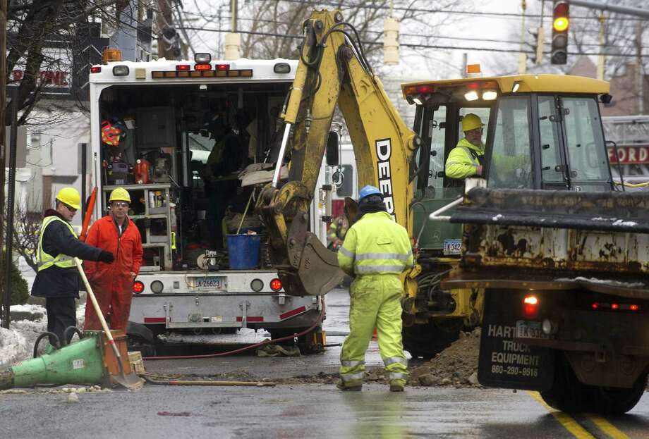 Yankee Gas employees repair a line below Hoyt Street. Photo: File Photo / Stamford Advocate