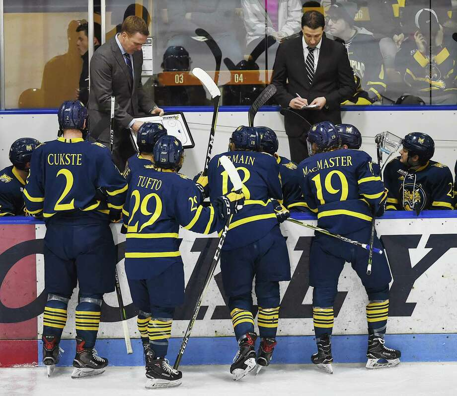 The Quinnipiac men's hockey team saw its streak of 21 consecutive seasons without a losing record end in the 2017-18 campaign. Photo: Catherine Avalone / Hearst Connecticut Media / New Haven Register