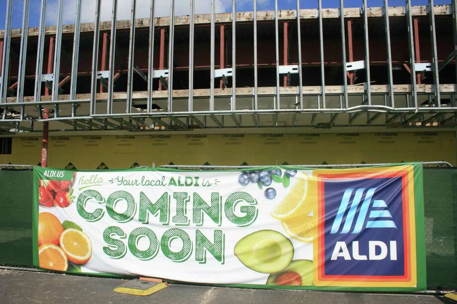 Aldi is holding hiring fairs for its Pasadena, Baytown and Kemah locations. It's also hiring in Huntsville. Photo: Bill Montgomery, Houston Chronicle