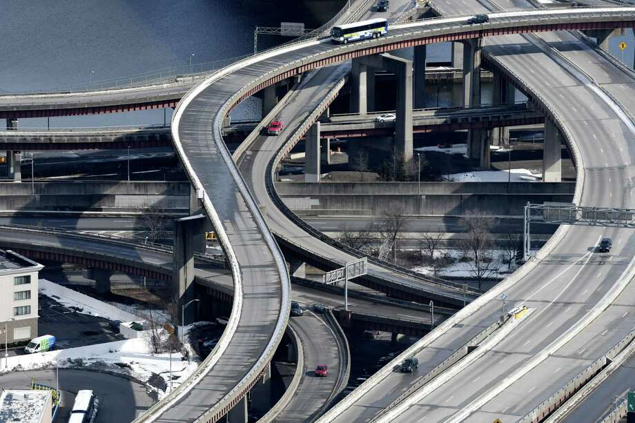 Traffic moves through Albany along I-787 and the South Mall Expressway on Thursday, March 15, 2018, in Albany, N.Y. (Will Waldron/Times Union) Photo: Will Waldron, Albany Times Union