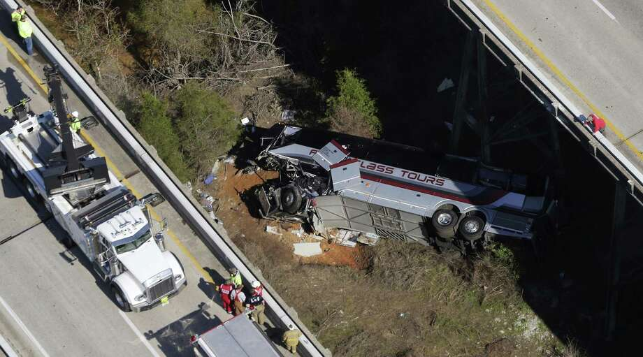 Rescue crews work at the scene of a charter bus crash that killed the driver and injured up to 20 passengers in Alabama. Photo: Dan Anderson /Associated Press / FRE146469 AP