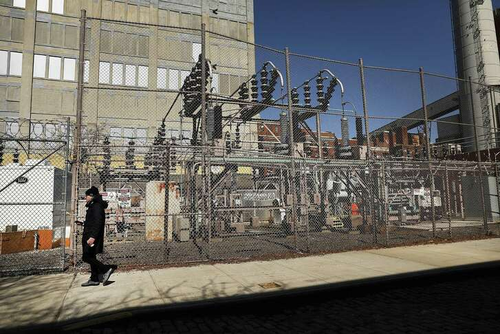 NEW YORK, NY - MARCH 15:  A Con Edison power plant stands in a Brooklyn neighborhood across from Manhattan on March 15, 2018 in New York City.  As US officials step up sanctions on Russian intelligence for its interference in the 2016 elections, members of the Trump administration have accused Russia of a cyber-assault on the domestic energy grid and other key parts of America's infrastructure.  (Photo by Spencer Platt/Getty Images)