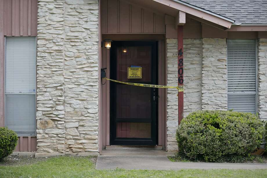 A view of the home at 4806 Oldfort Hill Drive Thursday March 15, 2018 in Austin, Tx. Three package bombings have occurred in Austin. The first explosion, on March 2, was in the 1100 block of Haverford Drive. The second explosion, on March 12, occurred at 4806 Oldfort Hill Drive. The third explosion, on March 12, occurred at 6706 Galindo Street. Photo: Edward A. Ornelas, Staff / San Antonio Express-News / © 2018 San Antonio Express-News