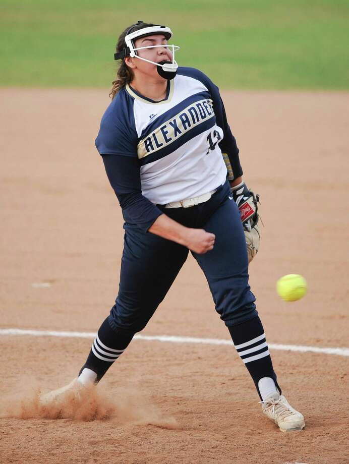 Alexander pitcher Stacy Alarcon leads District 29-6A with 10 victories this year. She also owns a 2.37 ERA for the third-place Lady Bulldogs. Photo: Danny Zaragoza /Laredo Morning Times File