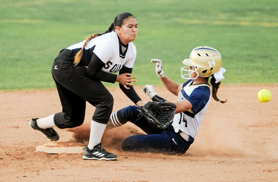 United South fell 17-0 in three innings Monday against San Antonio Southwest. Photo: Danny Zaragoza /Laredo Morning Times File