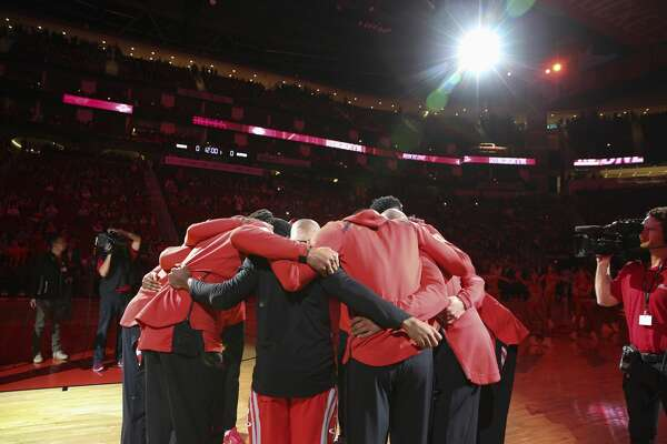 Houston Rockets huddle beofre the NBA game against the LA Clippers at Toyota Center on Thursday, March 15, 2018, in Houston. ( Yi-Chin Lee / Houston Chronicle )