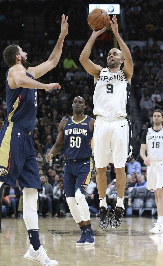 Tony Parker hits a buzzer beater shot to end the first quarter as the Spurs host New Orleans at the Alamodome on March 15, 2018. Photo: Tom Reel, Staff / San Antonio Express-News / 2017 SAN ANTONIO EXPRESS-NEWS