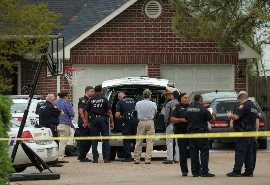 Harris County Sheriff's Office investigate the scene of a deputy-involved shooting that left one person dead on the 17900 block of Seven Pines Drive Friday, March 16, 2018, in Spring, Texas. Photo: Godofredo A. Vasquez, Houston Chronicle