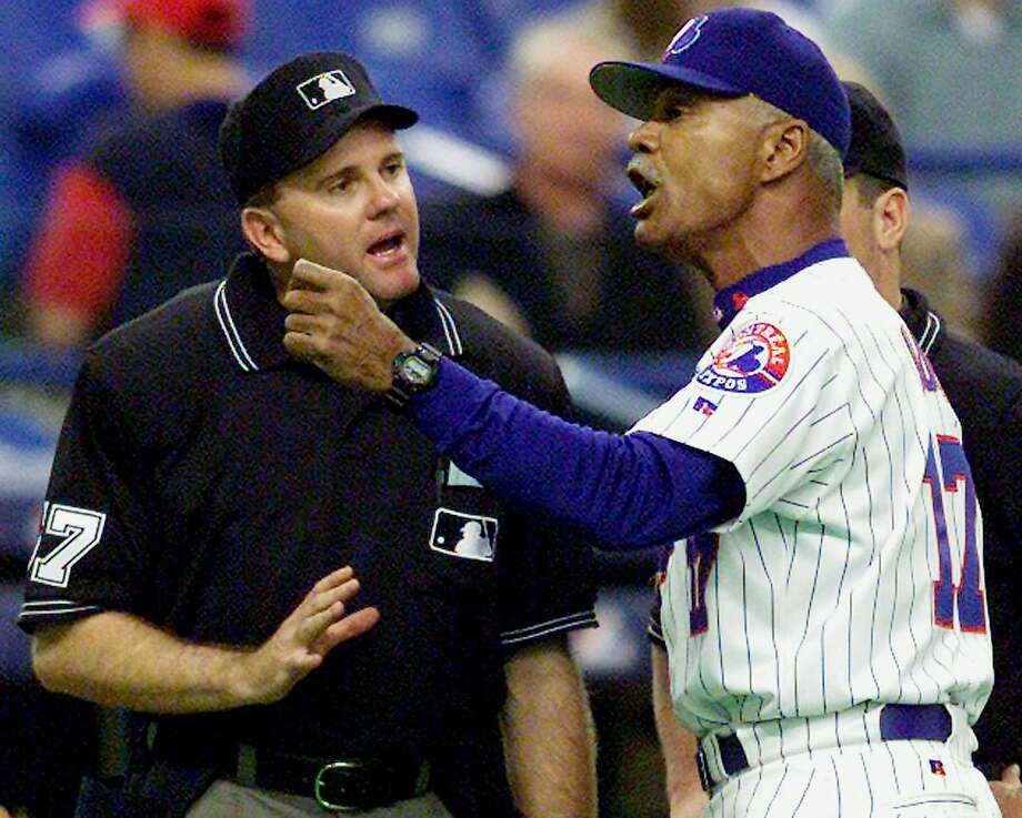 Montreal Expos manager Felipe Alou argues with third base umpire Jim Reynolds during the fifth inning in Montreal Friday May 4, 2001. Photo: ANDRE FORGET, AP