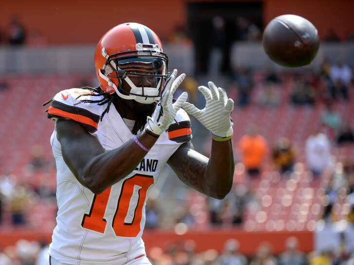 CLEVELAND, OH - SEPTEMBER 10, 2017: Wide receier Sammie Coates #10 of the Cleveland Browns catches a pass prior to a game on September 10, 2017 against the Pittsburgh Steelers at FirstEnergy Stadium in Cleveland, Ohio. Pittsburgh won 21-18. (Photo by: 2017 Nick Cammett/Diamond Images/Getty Images)