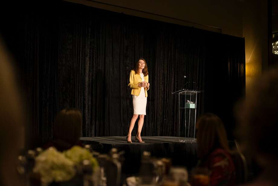 Jeannette Walls addresses audience of over 450 women at the Women Empowering Women luncheon which benefits Interfaith Community Clinic.