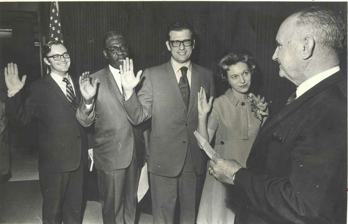 HOUCHRON CAPTION (01/06/1970): FOUR NEW SCHOOL BOARD MEMBERS SWORN IN BY Dr. H. S. Brannen, RIGHT. From Left, George Oser, Rev. D. Leon Everett, Dr. Leonard Robbins and Mrs.EleanorTinsley.