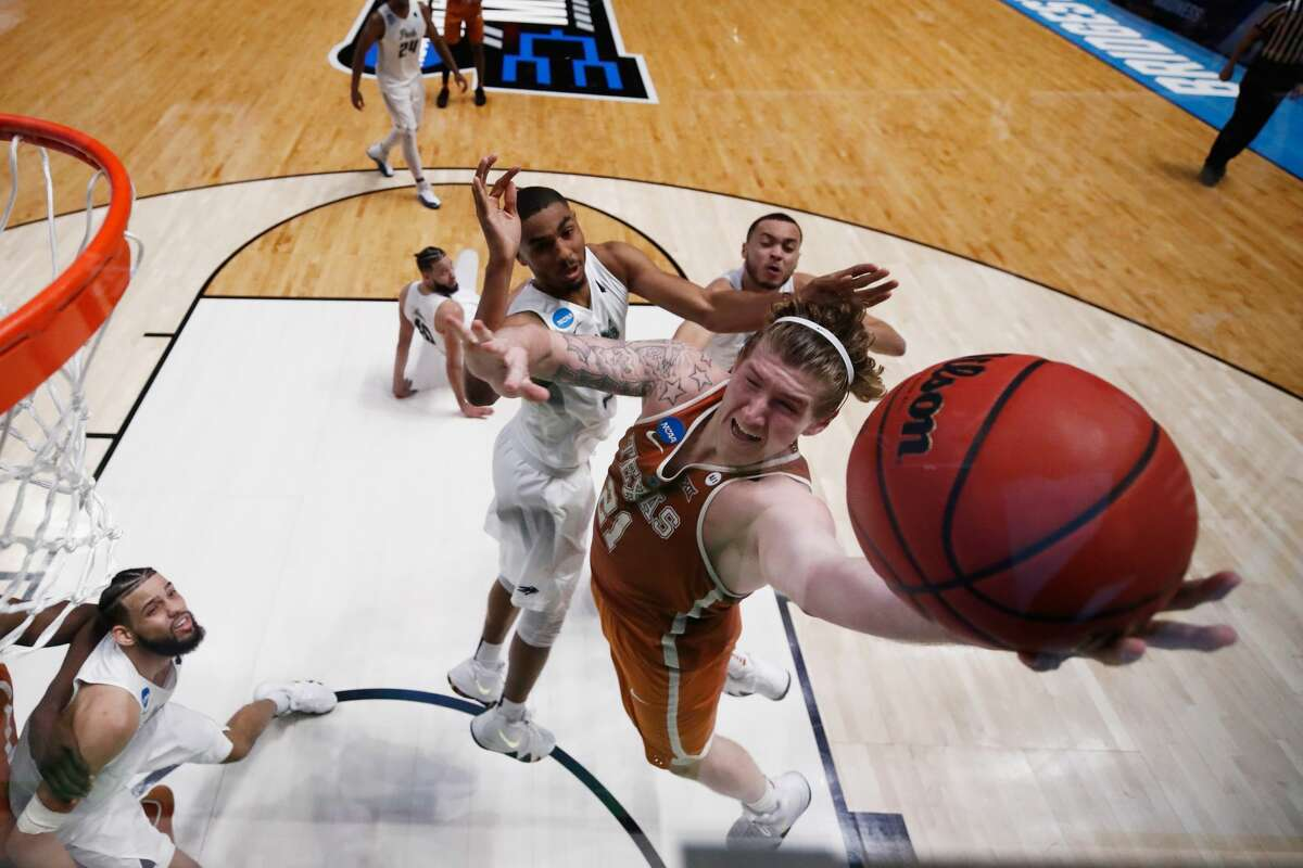 NASHVILLE, TN - MARCH 16: Dylan Osetkowski #21 of the Texas Longhorns puts up a layup against the Nevada Wolf Pack during the game in the first round of the 2018 NCAA Men's Basketball Tournament at Bridgestone Arena on March 16, 2018 in Nashville, Tennessee. (Photo by Andy Lyons/Getty Images)