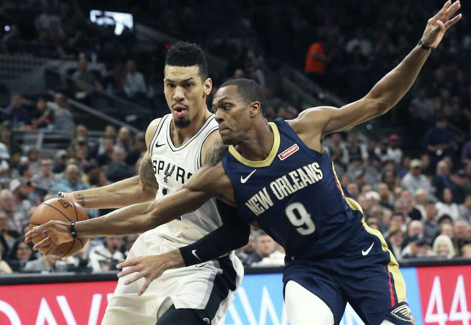 Danny Green and the Spurs punched their way to a hard-fought victory over the Pelicans on Thursday. Photo: Tom Reel / San Antonio Express-News / 2017 SAN ANTONIO EXPRESS-NEWS