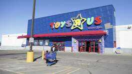 "A Toys ""R"" Us in Maplewood, Minn., March 15, 2018. Toys ""R"" Us is the latest failure of financial engineering, albeit one that could portend a new, potentially more ominous outlook for private equity in the digital era. (Jenn Ackerman/The New York Times)"