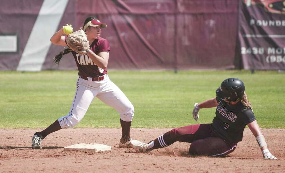 Second baseman Avianna Galvan had TAMIU's only RBI Saturday in a 3-1 loss in eight innings to the Eagles. Photo: Danny Zaragoza /Laredo Morning Times