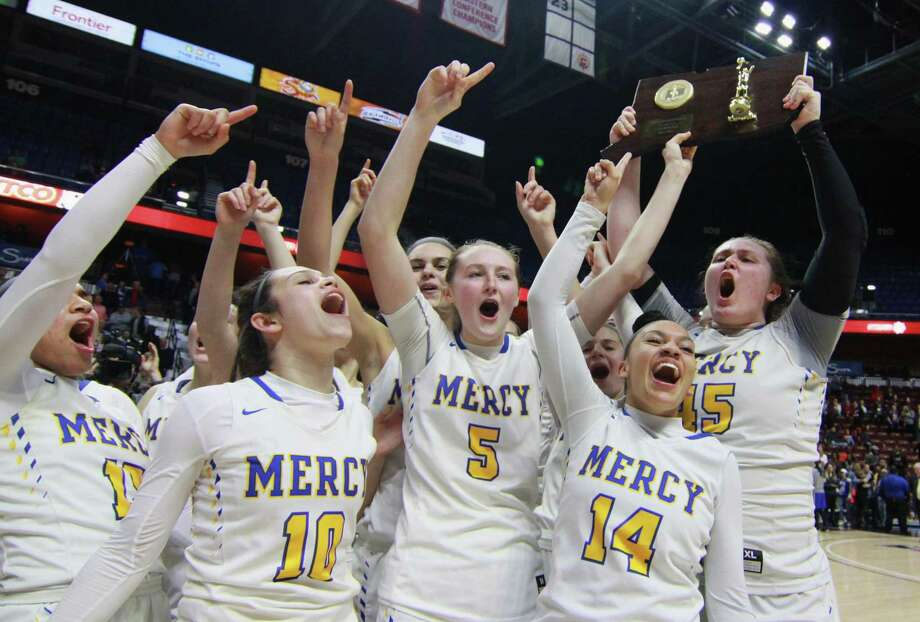 Mercy celebrates its win over Hall in Class LL Girls Basketball Championship action at Mohegan Sun Arena in Montville, Conn., on Saturday Mar. 17, 2018. Photo: Christian Abraham / Hearst Connecticut Media / Connecticut Post