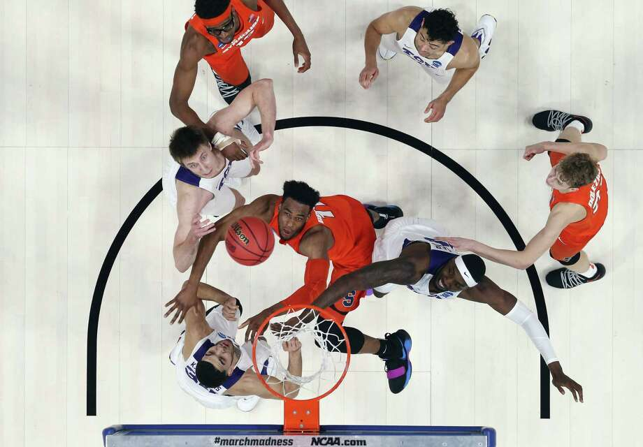 DETROIT, MI - MARCH 16:  Oshae Brissett #11 of the Syracuse Orange battles for a rebound with JD Miller #15 of the TCU Horned Frogs in the first round of the 2018 NCAA Men's Basketball Tournament at Little Caesars Arena on March 16, 2018 in Detroit, Michigan.  (Photo by Gregory Shamus/Getty Images) Photo: Gregory Shamus / 2018 Getty Images