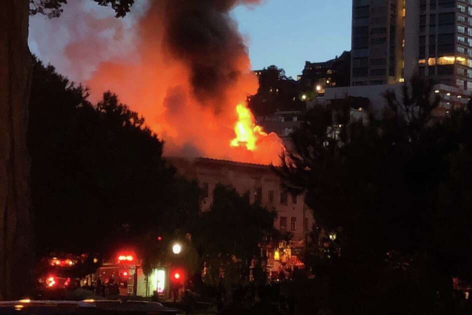 A huge fire is currently raging through a building at 659 Union St. near Powell Street.in San FranciscoÕs North Beach. Although the Fire Department says no injuries have been reported so far, the entire 650 block of Union Street has been evacuated.
