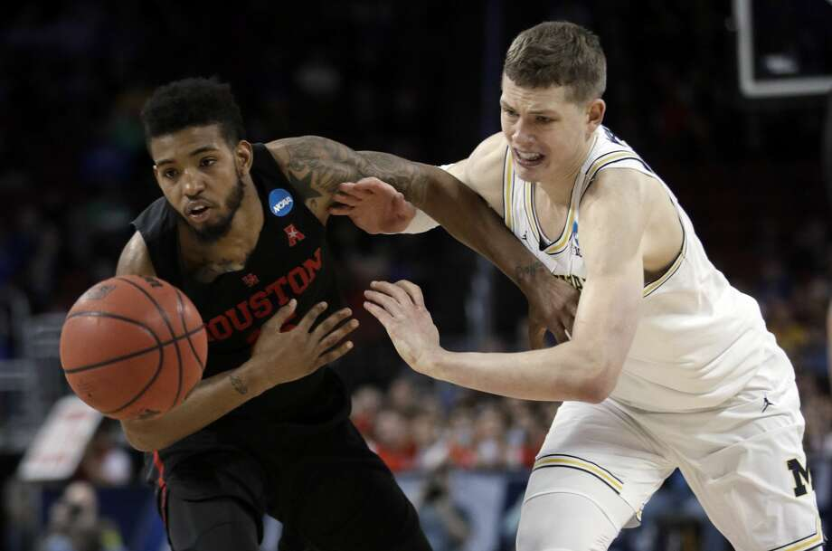 Devin Davis, left, made his first eight free throws during UH's NCAA Tournament loss to Michigan before missing three of his last four in the final 24 seconds. Photo: Orlin Wagner/Associated Press