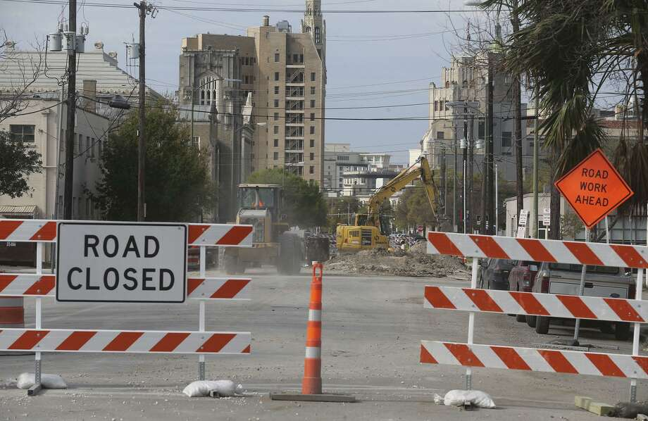 Street closures, such as this one on downtown San Antonio's north end at Brooklyn and Avenue E, are causing traffic detours and parking problems. Some businesses are also be affected by construction in the area. Photo: John Davenport /San Antonio Express-News / ©John Davenport/San Antonio Express-News