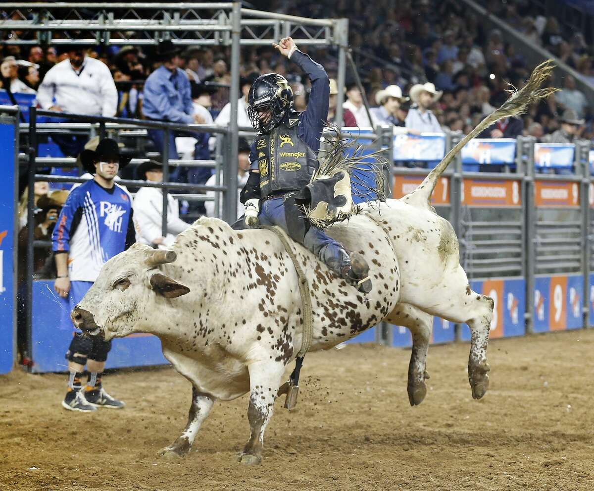Sage Steele Kimzey performs his winning ride during RodeoHouston Super Shootout: North America's Champions action Sunday, March 18, 2018, in Houston. ( Steve Gonzales / Houston Chronicle )