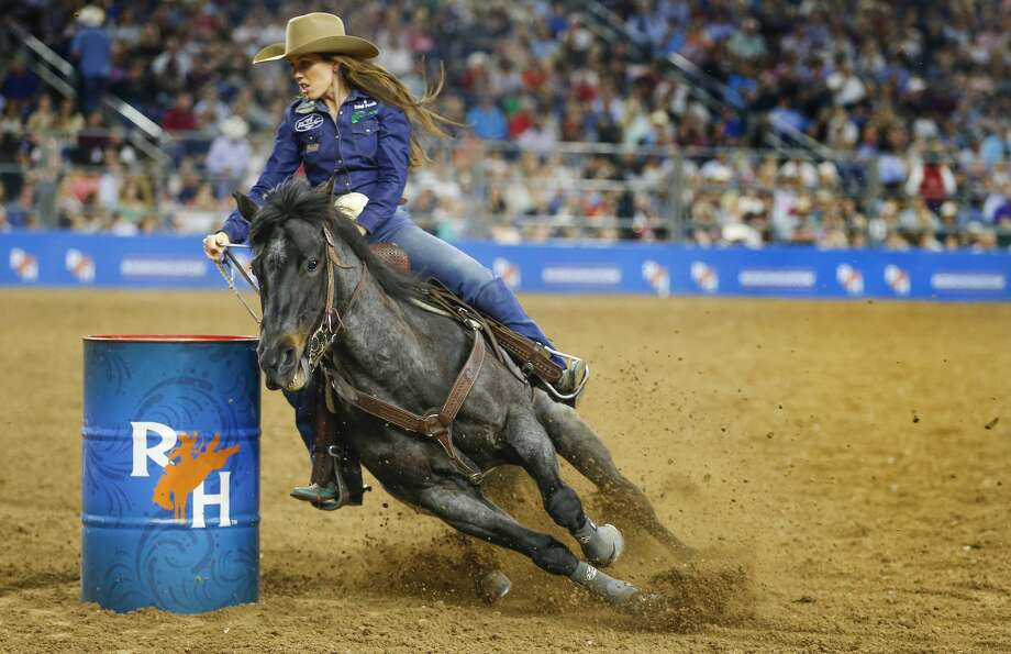 Nellie Williams-Miller performs her winning ride during RodeoHouston Super Shootout: North America's Champions action Sunday, March 18, 2018, in Houston. ( Steve Gonzales / Houston Chronicle ) Photo: Steve Gonzales/Houston Chronicle