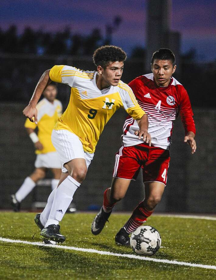 Dionisio Garcia and Nixon closed out the season Thursday with a 2-1 victory over rival Martin. Photo: Danny Zaragoza /Laredo Morning Times