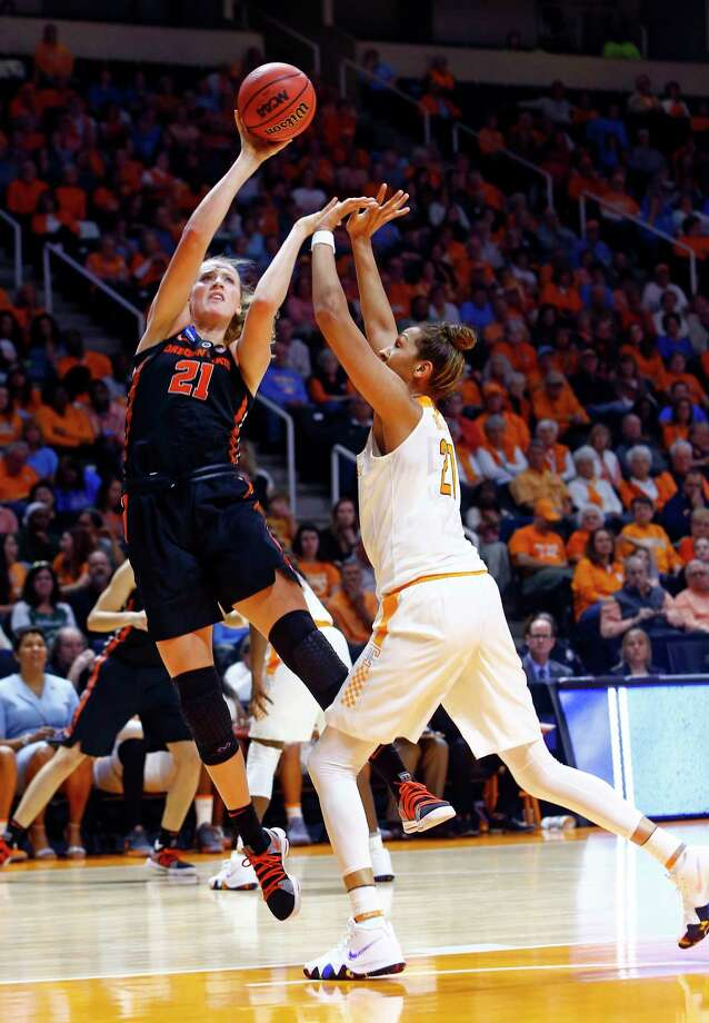 Oregon State center Marie Gulich (21) shoots over Tennessee center Mercedes Russell (21) in the first half of a second-round game in the NCAA college basketball tournament Sunday, March 18, 2018, in Knoxville, Tenn. (AP Photo/Wade Payne) Photo: Wade Payne / FR23601 AP