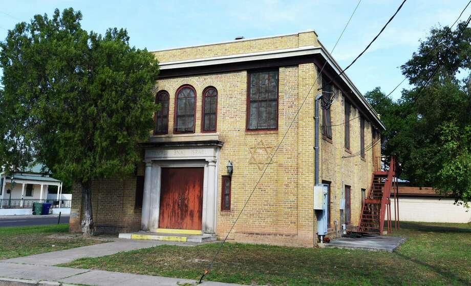 La antigua sinagoga es una de las propiedades pertenecientes a LISD que alguna vez funcionó como lugar de oficinas, se ubica en la esquina de avenida Main y la calle Washington. Photo: Danny Zaragoza /Laredo Morning Times / Laredo Morning Times