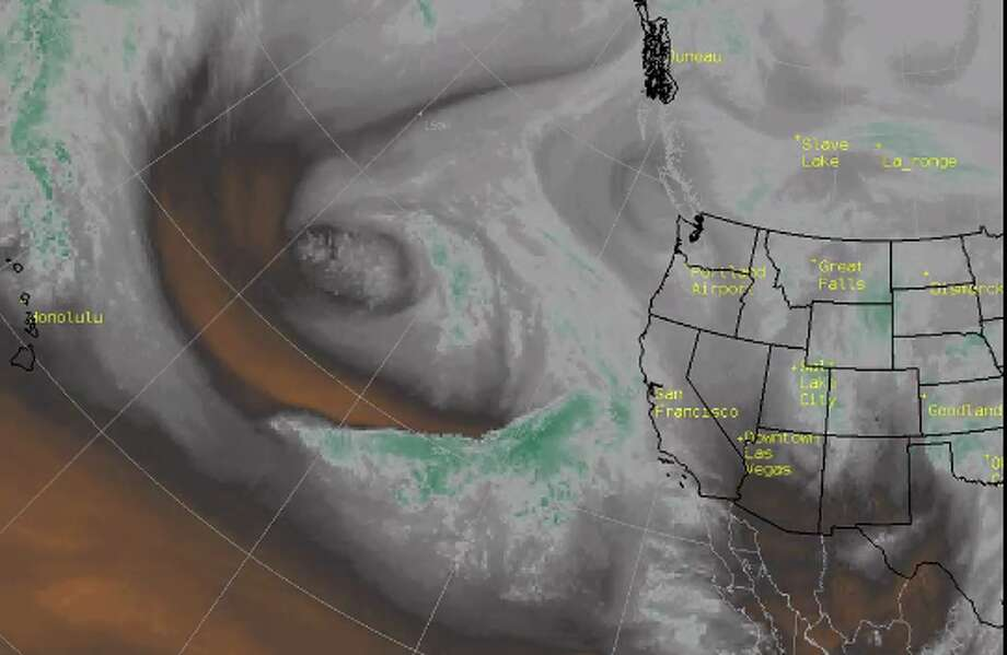 An atmospheric river pulling moisture from the Hawaii area is taking aim at California. Photo: National Weather Service