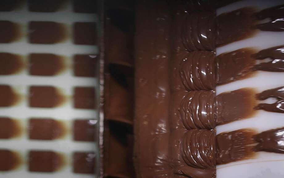 Leveling chocolate molds at Ocho candy factory. Photo: Liz Hafalia / The Chronicle