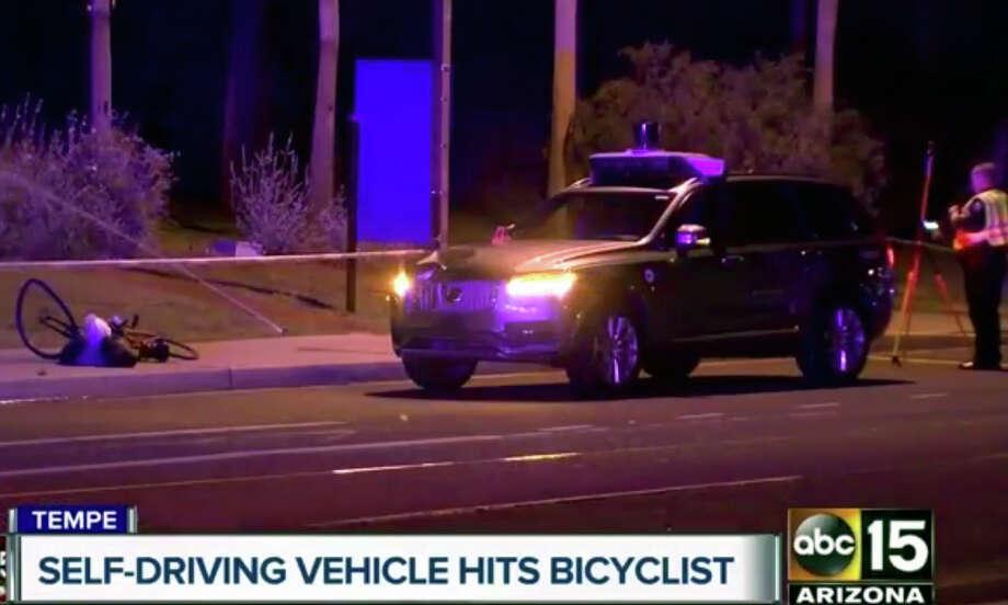 El lugar donde un vehículo autónomo de Uber atropelló a una mujer en Tempe, Arizona, el 19 de marzo del 2018. Foto tomada de video facilitado por el canal ABC-15. (ABC-15.com via AP) Photo: AP / ABC-15