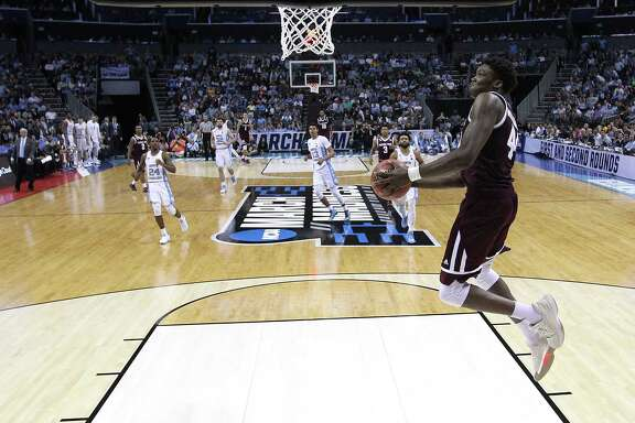 CHARLOTTE, NC - MARCH 18:  Robert Williams #44 of the Texas A&M Aggies dunks on the North Carolina Tar Heels during the second round of the 2018 NCAA Men's Basketball Tournament at Spectrum Center on March 18, 2018 in Charlotte, North Carolina.  (Photo by Streeter Lecka/Getty Images)