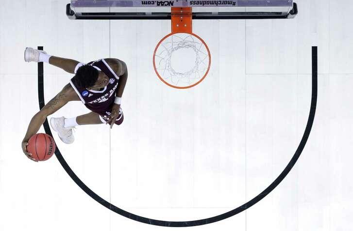 Texas A&M's Robert Williams had the North Carolina Tar Heels looking up in Sunday's NCAA Tournament game.