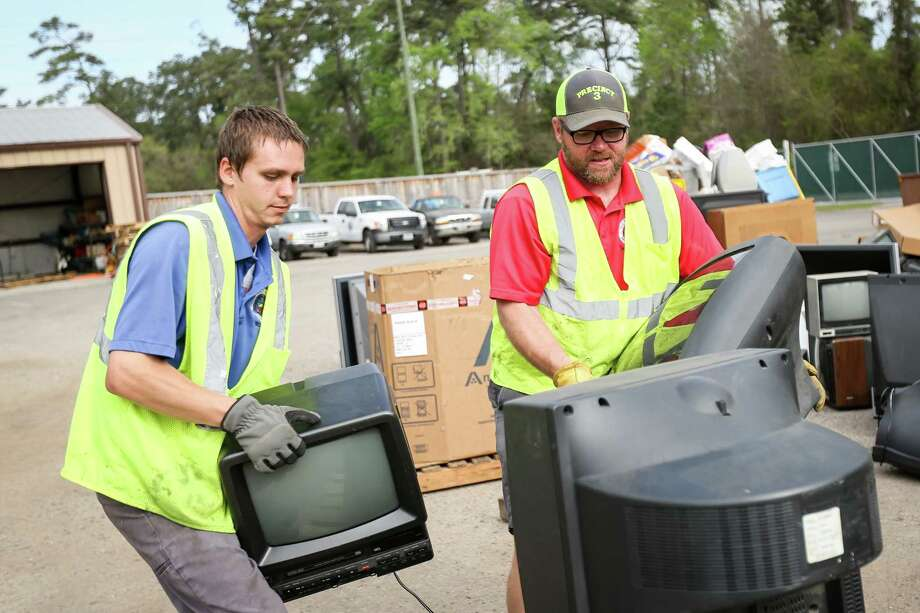 Precinct 3 superintendent Matt Bickley, right, and recycle technician Eric Comerford, left, stack televisions for recycling on Monday, March 19, 2018, at the Precinct 3 Residential Recycling Center in The Woodlands. Photo: Michael Minasi, Staff Photographer / © 2018 Houston Chronicle