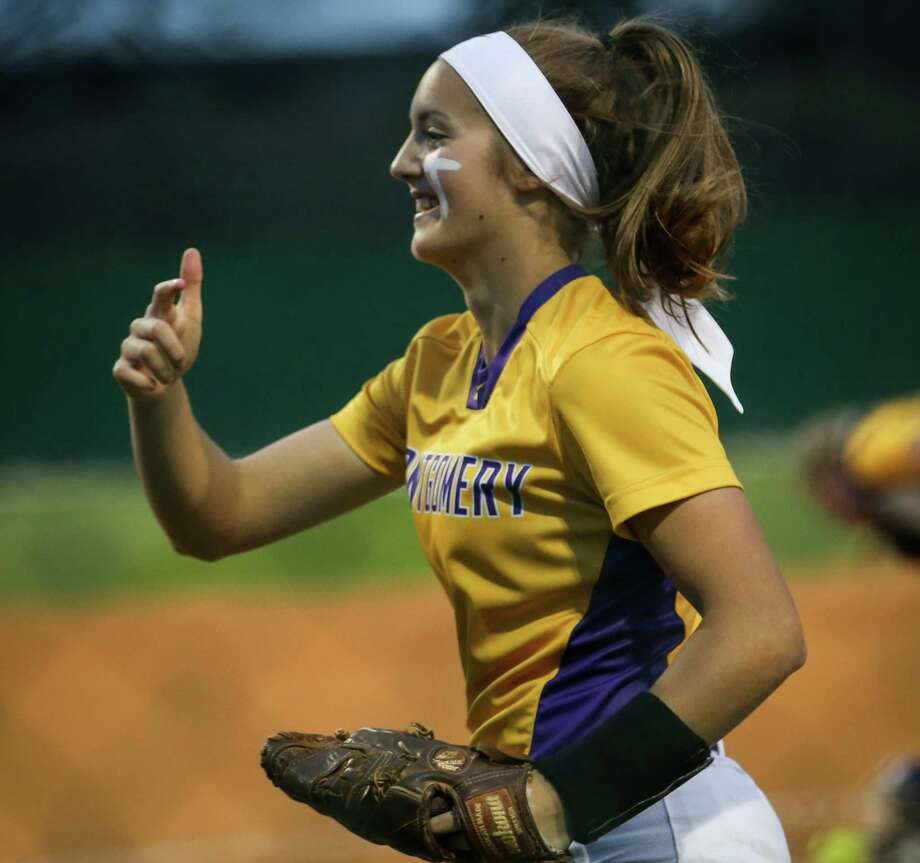 Montgomery's Maggie Hendrix (9) takes the field during the softball game against College Park on Friday, March 9, 2018, at Montgomery High School. (Michael Minasi / Houston Chronicle) Photo: Michael Minasi, Staff Photographer / © 2018 Houston Chronicle