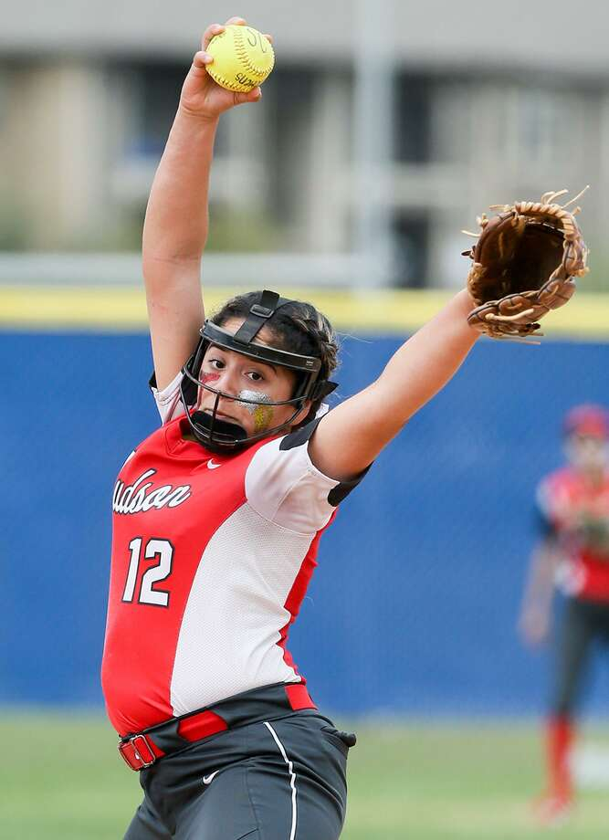 Judson's Angela Ramirez had a big week in recording wins over Clemens and Wagner. Photo: Marvin Pfeiffer /San Antonio Express-News / Express-News 2018
