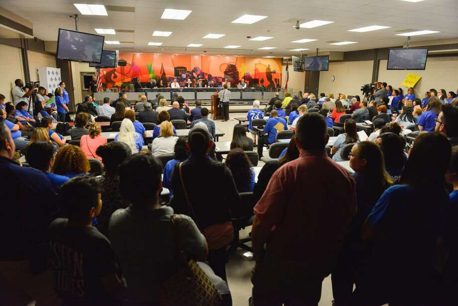 People crowd the room during a SAISD Board meeting in which the board appoved a contract with Democracy Prep Charter to operate Stewart Elementary School. A teacher lawsuit is challenging the action. Photo: Robin Jerstad /
