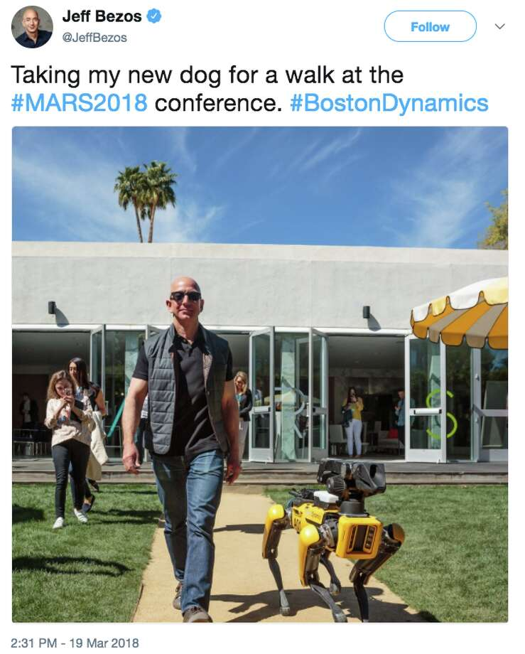 Amazon CEO tweeted a photo of himself walking with a Boston Dynamics robot dog at the MARS conference in Palm Springs on March 19, 2018. Photo: Twitter Screen Grab