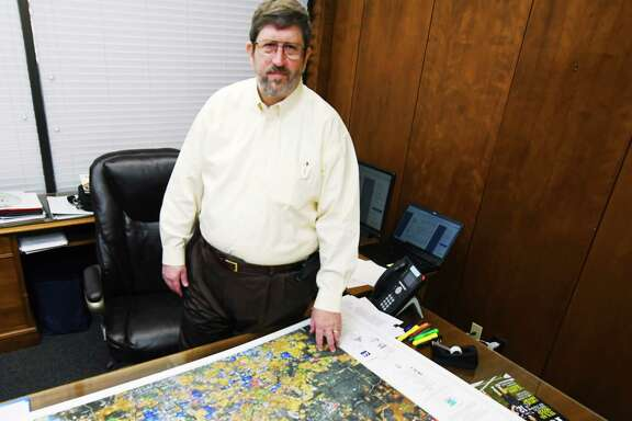 After nearly eight years and approximately 2,000 meetings, George      Shackelford office is nearly all packed up as he divides the remaining      files on his desk and his belongings packed in boxes, signaling the end of      his tenure of as Tomball city manager. The city will host a reception for him from 3 to 4 p.m. March 29 at        Tomball City Hall. Shackelford leaves on April 2.