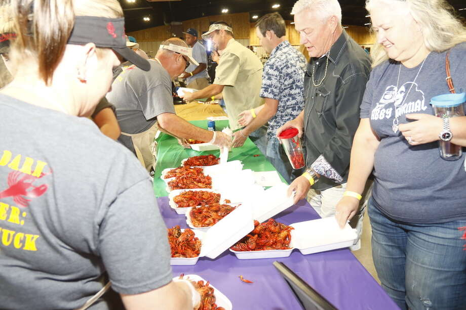 Volunteers serve up crawfish at the 2017 Fort Bend County Fair's Crawfish Boil and Fish Fry. Tickets are on sale for this year's event which will be March 23. Photo: Fort Bend County Fair / 2016_BigTexasDesigns.com
