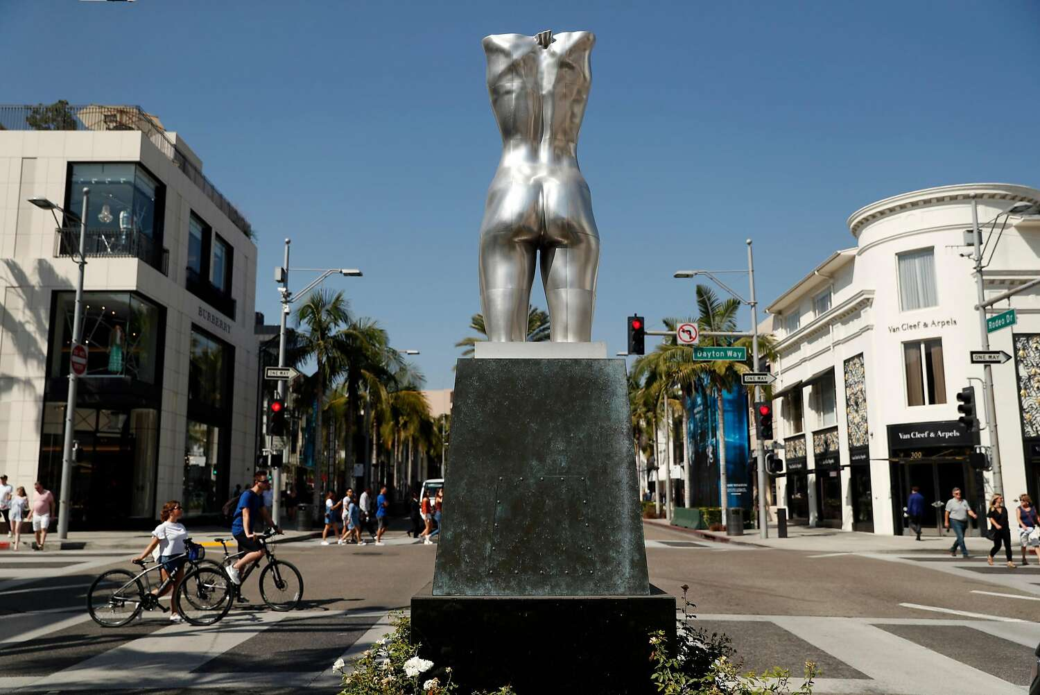 A statue stands in the center of Beverly Hills.