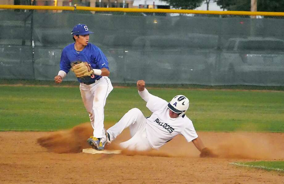 Andres Santos had a walk-off single in the eighth inning Tuesday bringing home Albert Gonzalez to give Alexander a 1-0 victory over South San at Krueger Field. Photo: Cuate Santos /Laredo Morning Times / Laredo Morning Times